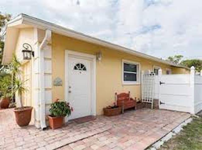 Cozy Studio Apartment; Location at Amazing Value