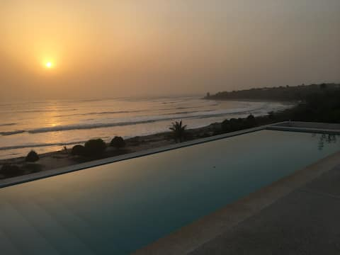 Mooie gigantische schermvilla met uitzicht op het oceaanprivézwembad