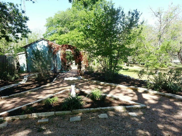 Charming Cottage Close to Main St. - Fredericksburg - Cabaña