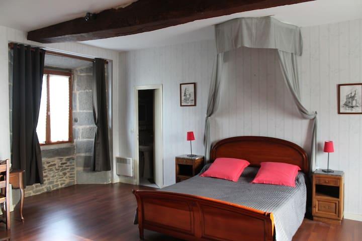 Chambre dans un manoir breton : La Tour - Roz-Landrieux