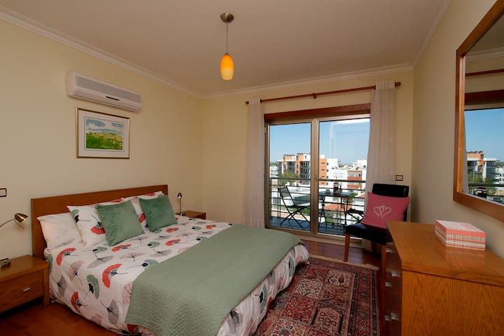 Apartment with Sun Deck, 10 Mins walk to Centre