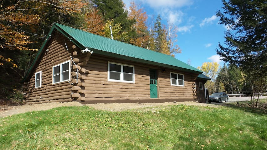 Cozy Log Cabin with all the essentials! - Cambridge - Zomerhuis/Cottage
