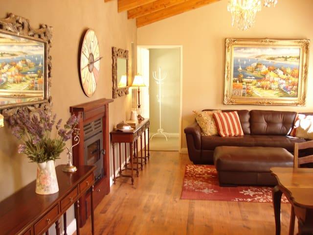 Anne's Place in Potchefstroom Queen suite