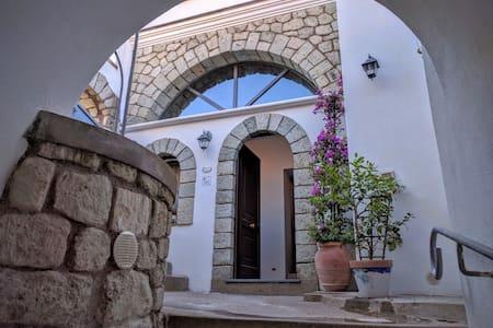 Bilocale Sinfonia 5 posti letto in antico Borgo - Serrara Fontana - Lägenhet