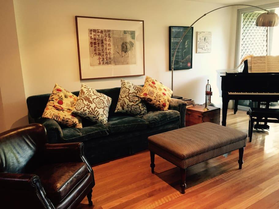 maison individuelle de style victorien avec terrasse quatre chambres coucher maisons. Black Bedroom Furniture Sets. Home Design Ideas