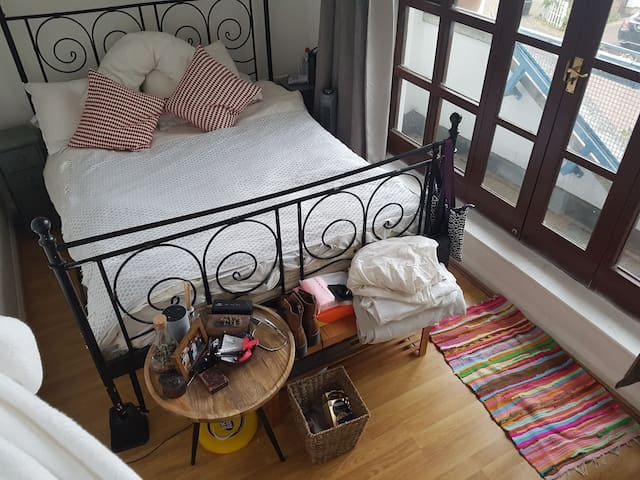 King Size 5mins to Tooting Bec w/ Private bathroom
