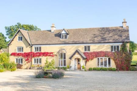 Beautiful private ancient farmhouse - Hilmarton - Hus