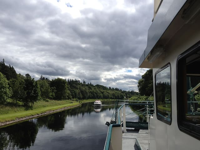 Scotia Cabin on Luxury Trawler Yacht, Loch Ness - Dochgarroch - Łódź
