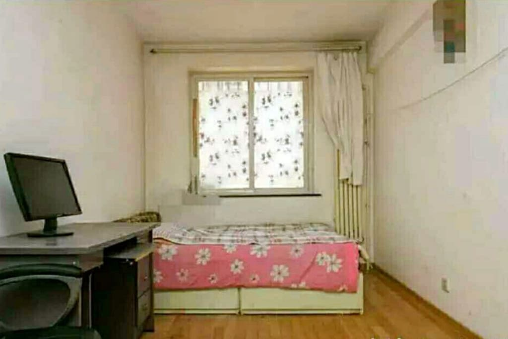 卧室2,南向,1.5x2m双人床带床垫