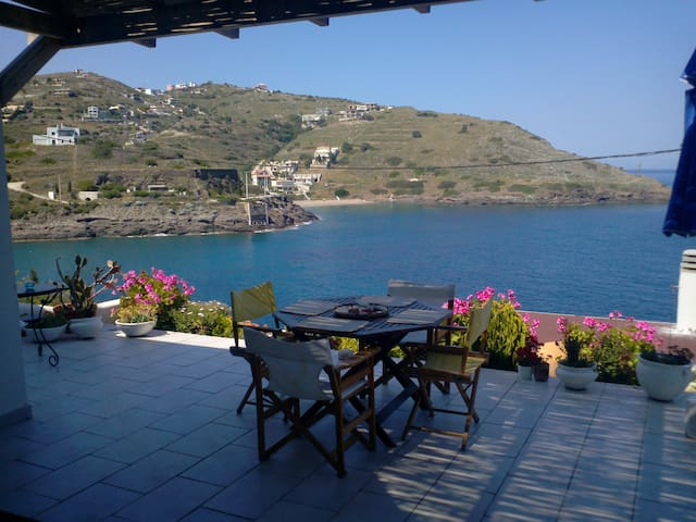 Wonderful house in front of the sea-side - Spiliazeza