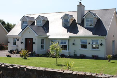 Rural welcoming family home - (Dbl) - Killarney - Aamiaismajoitus