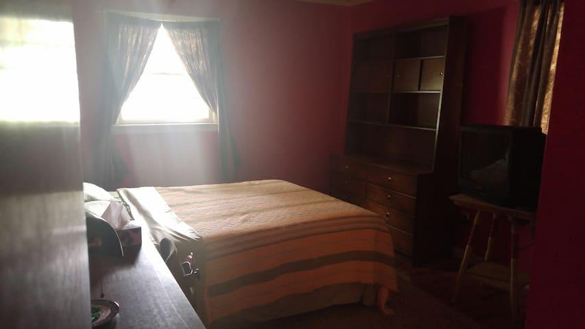West Hartford main level bedroom - West Hartford - Dom