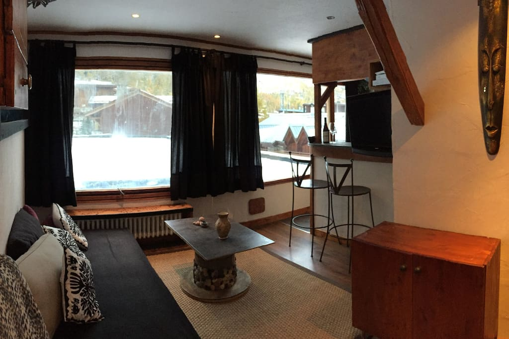 salon 2 chambres 2 salles de bain equipements. Black Bedroom Furniture Sets. Home Design Ideas