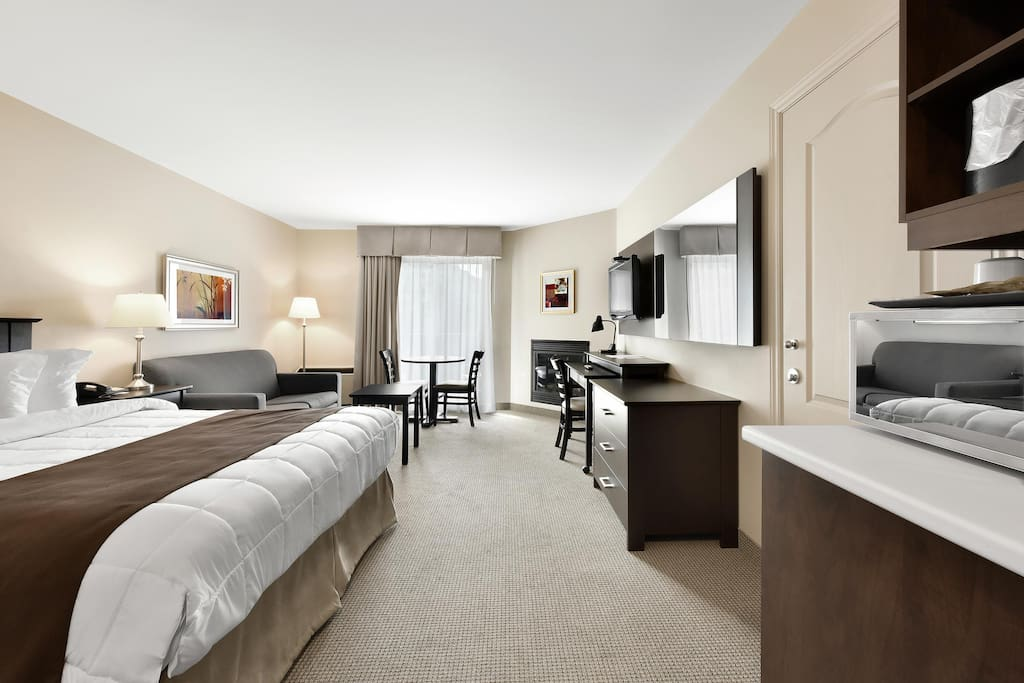 Room with 1 Queen Bed