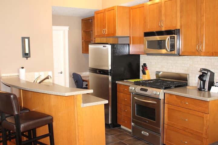 Cozy One Bedroom Condo in Bridgeland