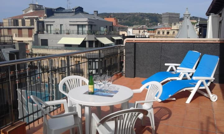 Apartment renovated in city centre with terrace