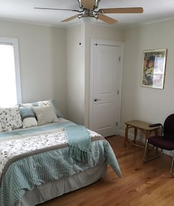 Private room, close to Jones Beach, waterfront