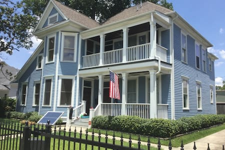 Houston Heights Victorian; Modern Historic Charm - Houston - Huis