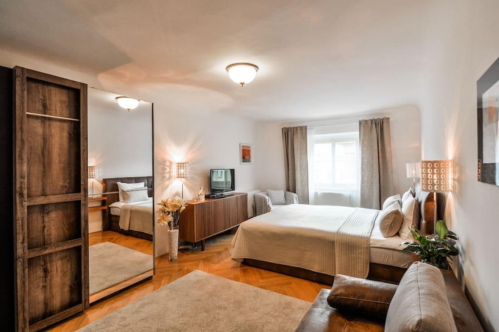 Newly refurbished & beautifully decorated apartment next to the OLD TOWN SQUARE with Renaissance staircase and many beautiful historical elements