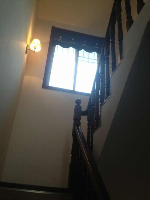 通往三楼的楼梯