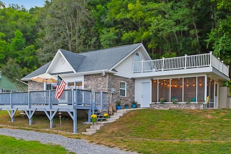 Claytor Lake Stone Cottage Getaway