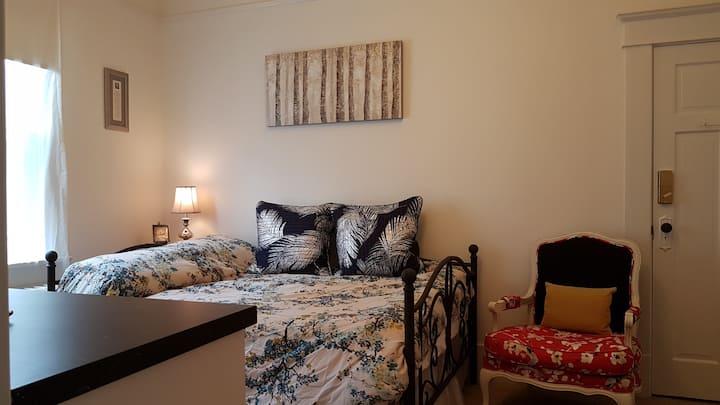 Private Room in Kitsilano Heritage Home