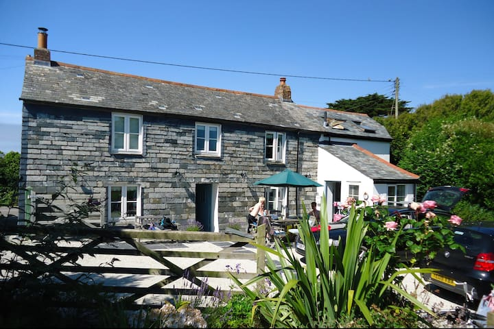 Luxury 17th C cottage near Padstow and beach - Windmill - Hus