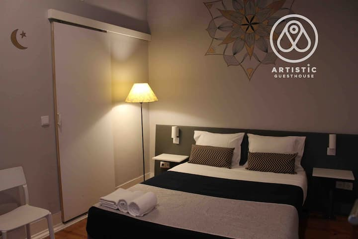 room 2 - ARTISTIC APARTMENT