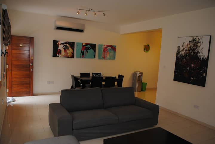 Nice House, Excellent Price! Sleeps 5-Limassol
