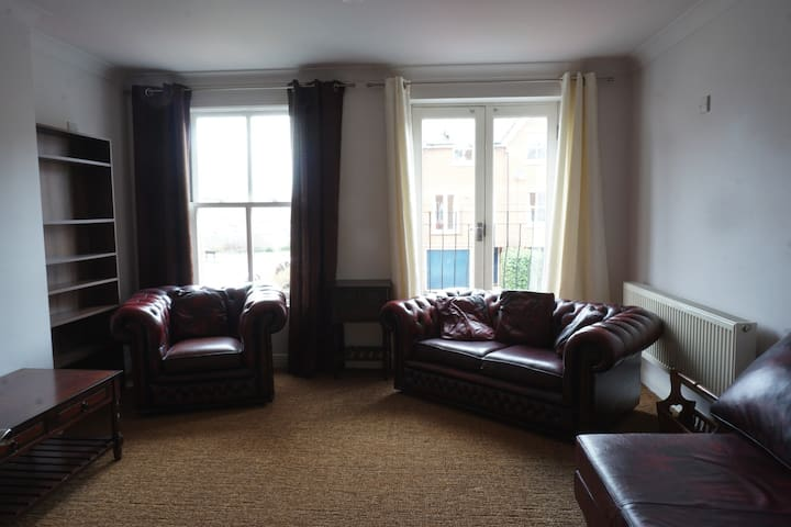 Bright & Spacious House For 6 In Oxford