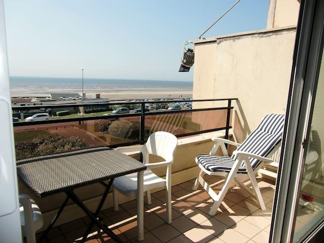 balcon et vue sur mer