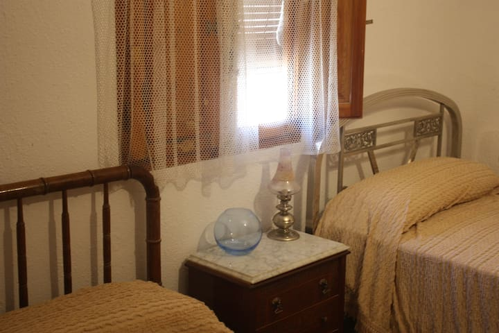 Hab.con dos camas individuales muy luminosa