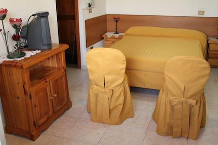 One-Bedroom Apartment - Trigoria - Servicelägenhet