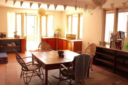 Cozy, bright and spacious apartment! - Kathmandu - Wohnung