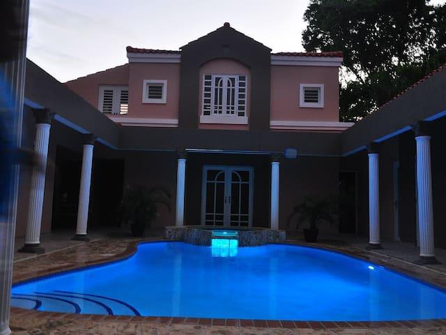 House Luxury Villa with indoor pool - 烏馬考(Humacao) - 別墅