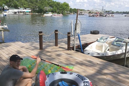 Indiana Beach Lakehouse ⛵2-9 Person, 80' shoreline