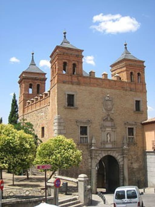 Casco histórico.Puerta del Cambrón, Toledo.