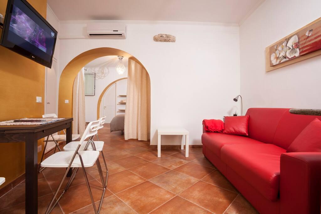 living e divano letto( dimensioni  160x 200)