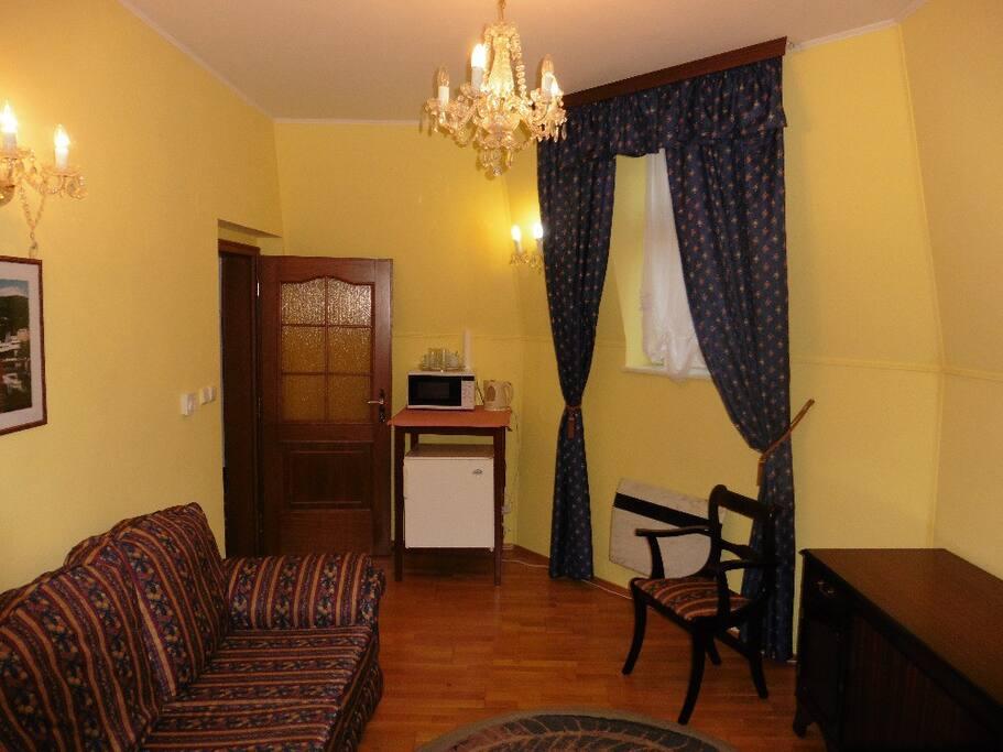Suite No 5 - microwave, electric kettle, fridge