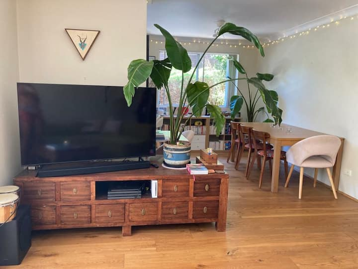 Beautiful & quiet 2bdrm with leafy surroundings