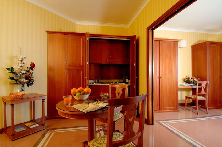 Suite in Residenza D'Aragona / City Center