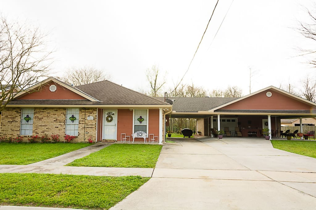 Front view of house 3bd/2ba with lots of party space to Bar B Q and just relax.