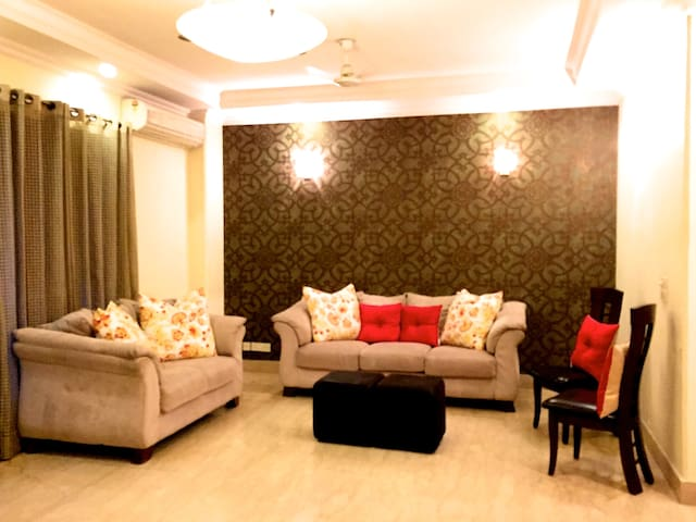 Family Retreat, Elegant, Furnished, Luxurious - New Delhi - Bed & Breakfast