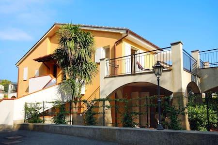Bezauberndes Ferienhaus in San Bartolomeo al Mare mit Pool