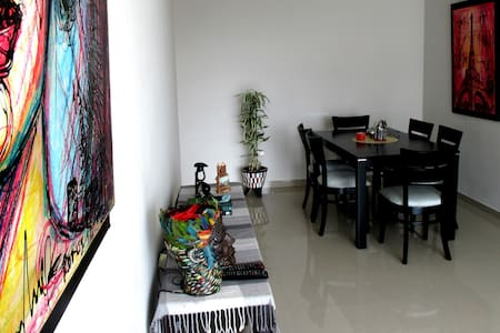 NEW, COMFORTABLE, SAFE AND WELL LOCATED! - Trujillo - Wohnung