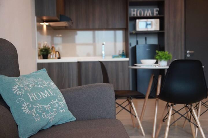 Cozy & Convenient Suite @ The Square One City