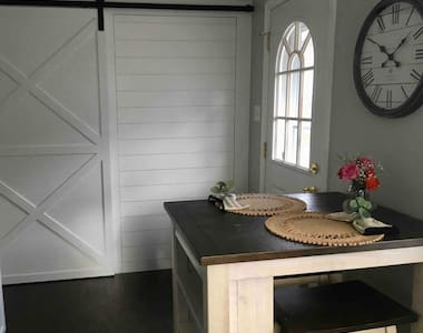 Newly Renovated - Magnolia Cozy Cottage