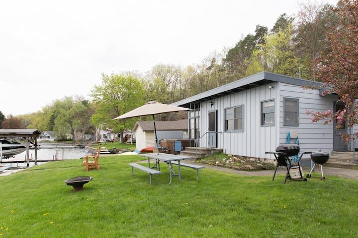 Lakefront Cottage on Seneca