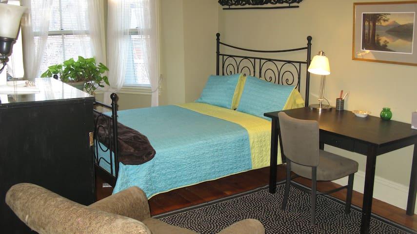 Pretty room in Boston Brownstone with shared bath