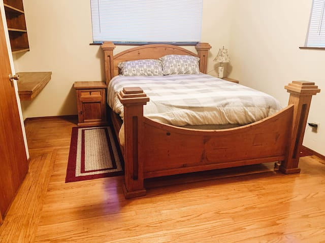 All hardwood with wood post with queen size extra luxurious bed. Both bedrooms feature a pillow top mattress and fresh, soft linens. Extra linens and pillows are also available along with lots of extra towels in the upstairs linen closet.